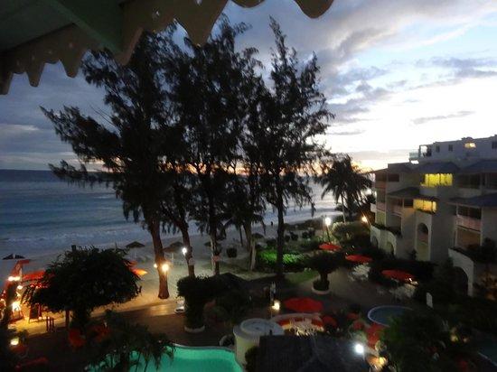 Bougainvillea Beach Resort : evening