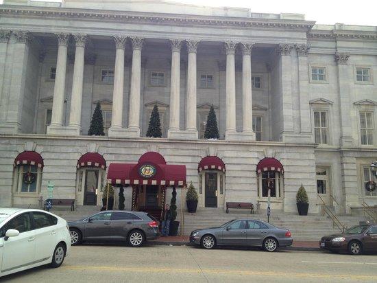 Kimpton Hotel Monaco Washington DC: Front of hotel