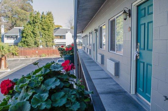 Continental Inn : Building exterior