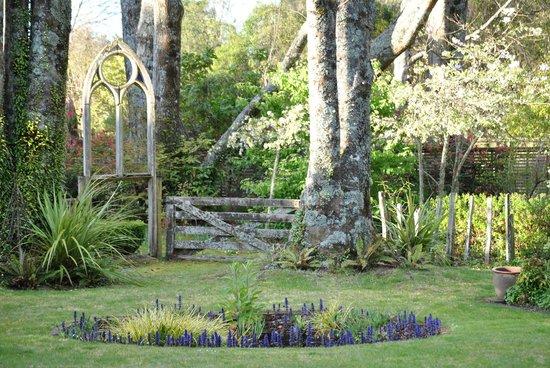 River Birches Lodge: The Gardens