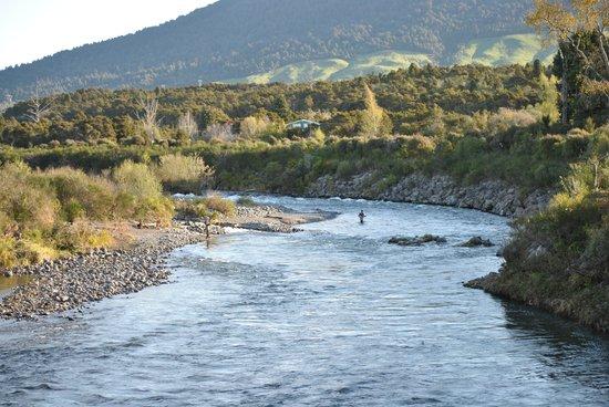 River Birches Lodge: The River