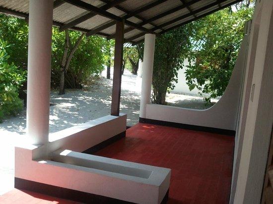 Asdu Sun Island: Bungalow fuori