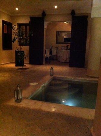 رياض البادية: Relaxing Ground Floor Reception Area