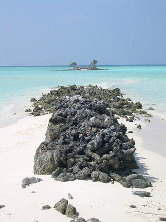 Asdu Sun Island: Isolotto con lingua di sabbia