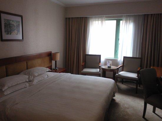 Metropark Hotel: room