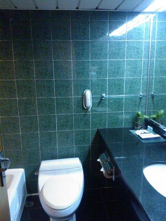 Metropark Hotel : bathroom