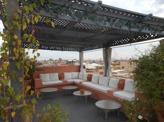 Dar Andamaure: Nice shades on top of Riad