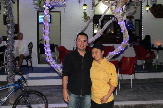 El Cafetal Galapagos: Albert (owner) and Veronica (chef)