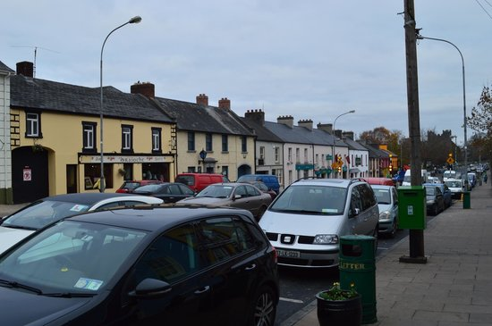 Adare Country House: Downtown Adare