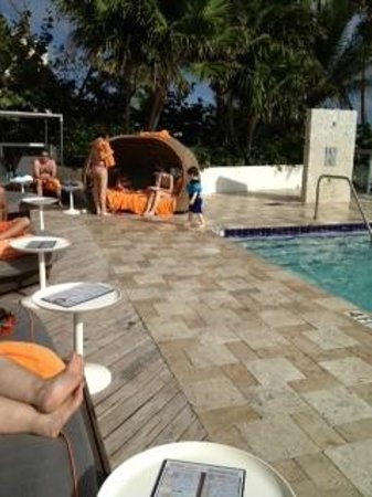 Sole on the Ocean: Pool area furniture