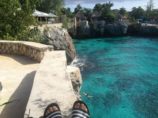 Alvynegril Guest House: View from sundeck area and from where you jump.