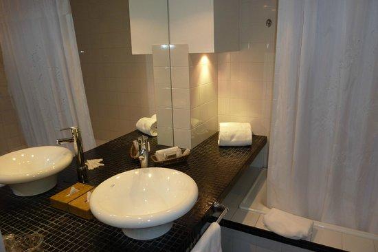Unique Luxury Colony Hotel : Bathroom