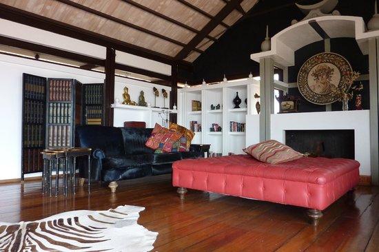 Unique Luxury Colony Hotel : Piano bar