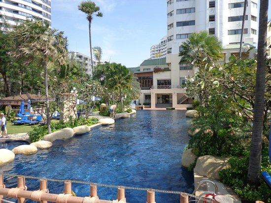 Jomtien Palm Beach Hotel & Resort: Центральный бассейн
