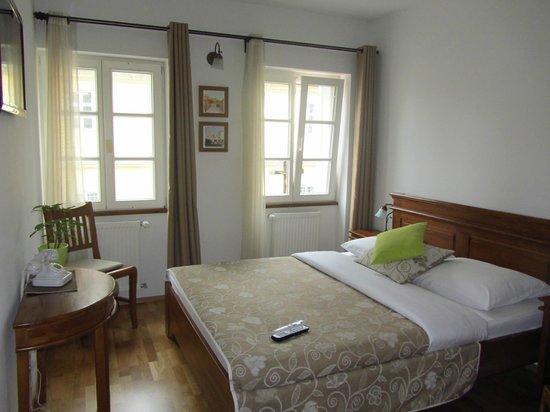 Adora Hotel : Camera da letto