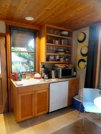 Coast Cabins: kitchenette