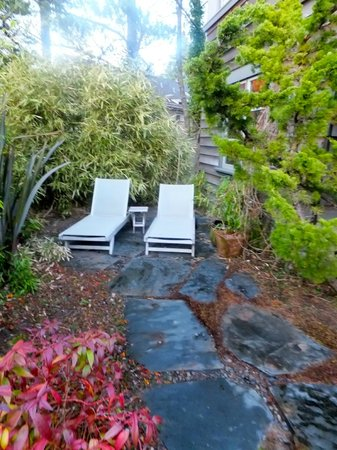 Coast Cabins : personal, very private outdoor seating