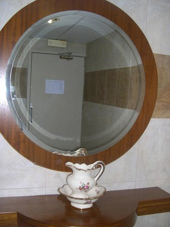 Bella Napa Bay Hotel : туалет