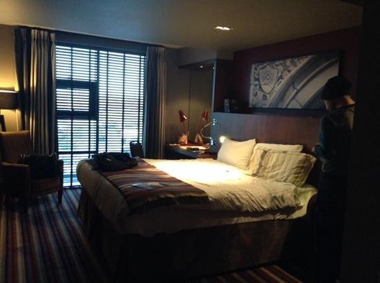 Village Hotel Manchester Ashton: Large comfy bedroom
