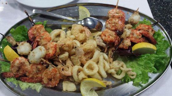 Trattoria M'attira: Fritto misto di pesce con spiedini
