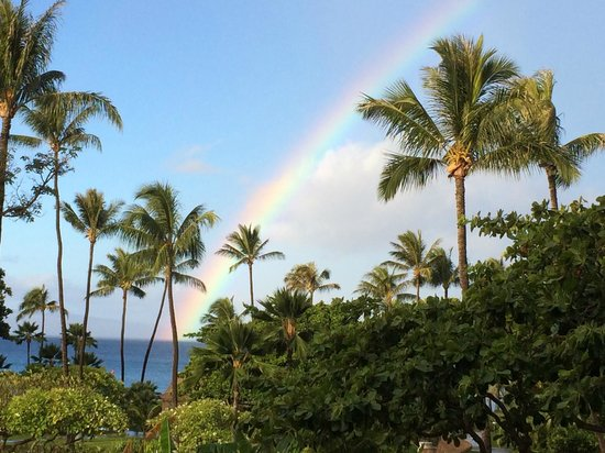 Kaanapali Beach Hotel: View of a morning rainbow from my room in the Maui wing