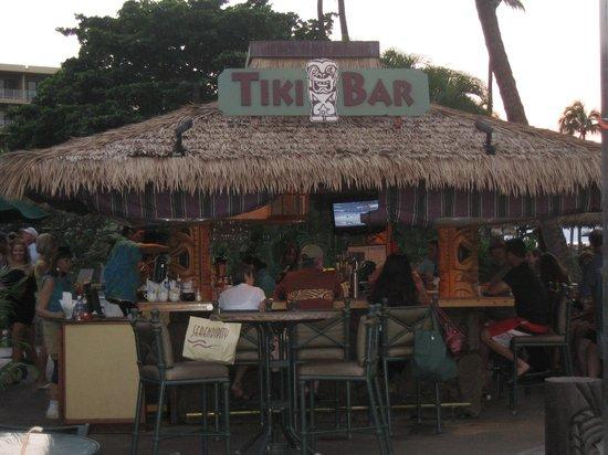 Kaanapali Beach Hotel : The Tiki bar by the pool