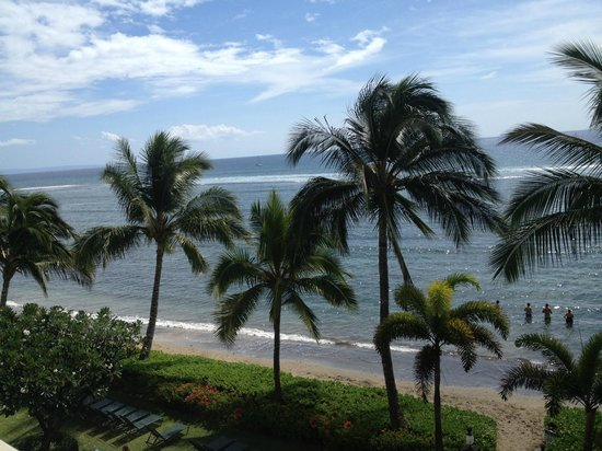Lahaina Shores Beach Resort : View From Room on 2nd floor