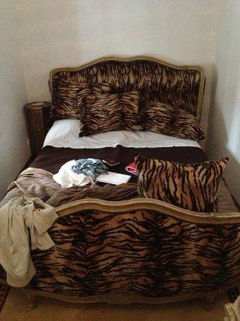 Riad Harmattan : chambre à la déco approximative....