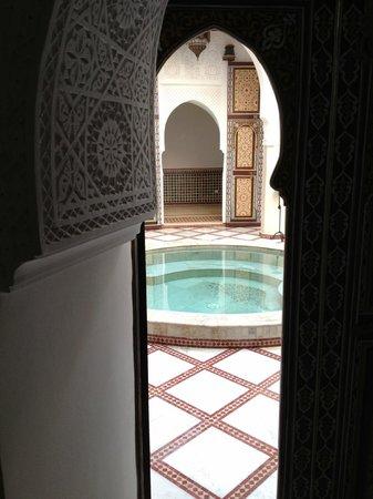 Riad Harmattan : vue de la piscine depuis la porte de notre chambre