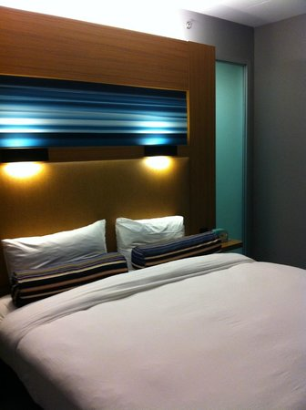 Aloft Montreal Airport: best part of room