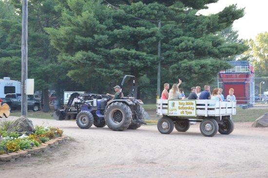 Pineland Camping Park: Hayrides