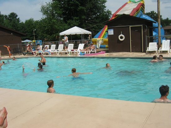 Pineland Camping Park: A day at the pool