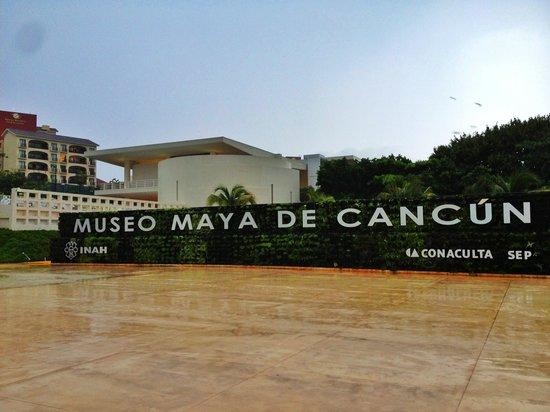 Museo Maya de Cancun: Entrance