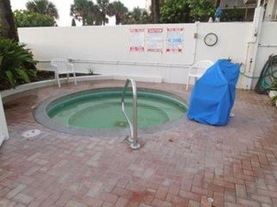 Bahama House: Hot tub