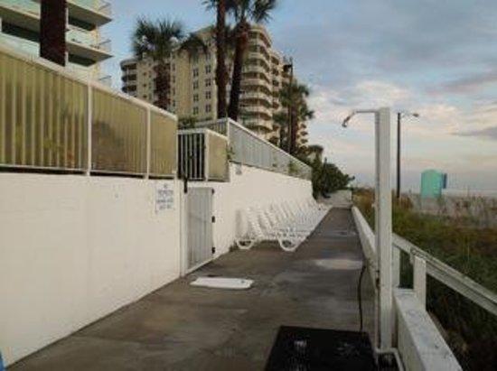 Bahama House: Shower by the beach