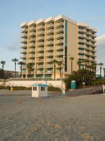Bahama House: View of the hotel from the beach