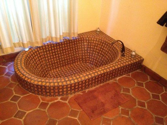 Hacienda Cerritos Boutique Hotel: Gorgeous bathroom tubs and design