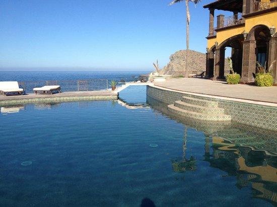 Hacienda Cerritos Boutique Hotel: View Northwest across the main pool