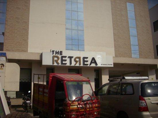 The Retreat: Esterno