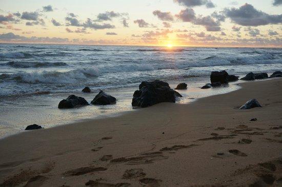 Kauai Beach Villas: Beautiful sunrises on the beach in front of the villas