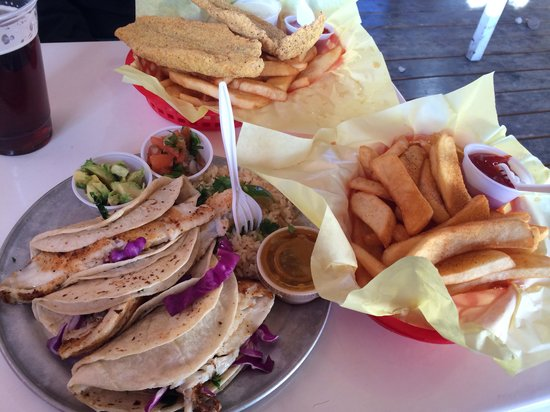 Hoochies Oyster House : Fish tacos & fried catfish