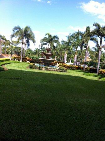Hotel Riu Guanacaste: View outside of lobby