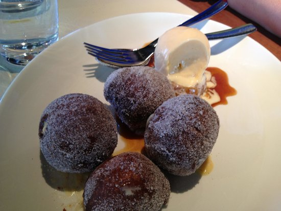 Rockpool Bar & Grill : Custard filled doughnuts