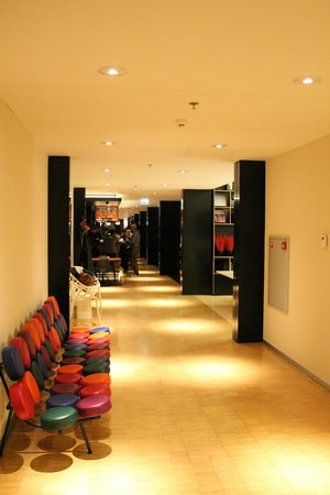 citizenM Amsterdam: Lobby from elevators