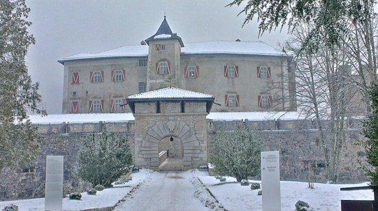 Castel Thun: Castello tra la neve