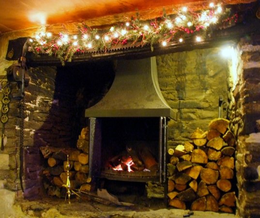 Blue Ball Inn: Wet or windy, possibly even just chjilly outside. There are stoves to warm by!