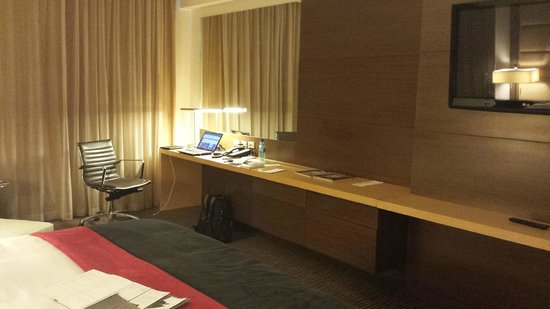 Le Meridien Panama: That bar is perfect for setting up your gear