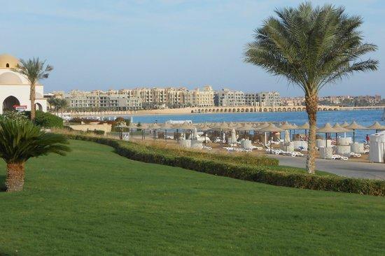 Old Palace Resort: набережная и пляж