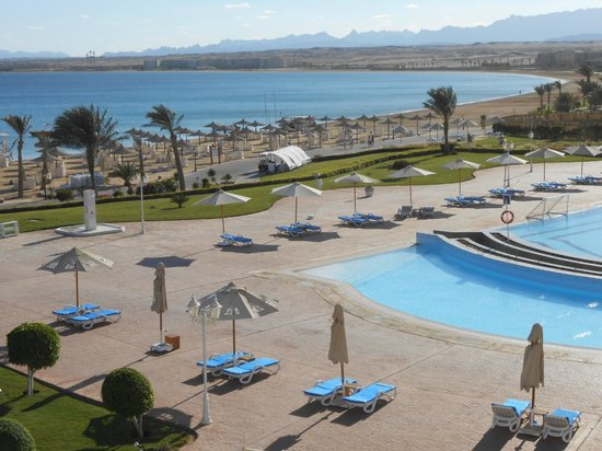 Old Palace Resort: pool and beach