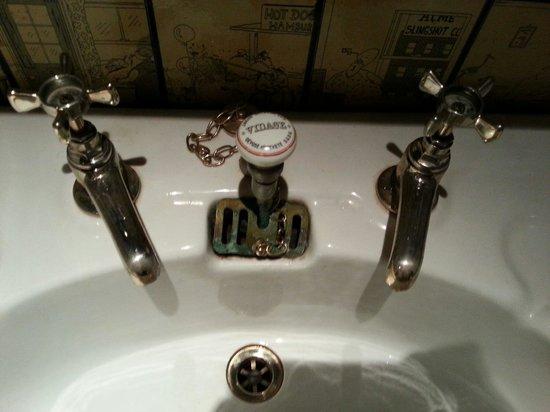 Pomperlut: Jolis robinets des toilettes